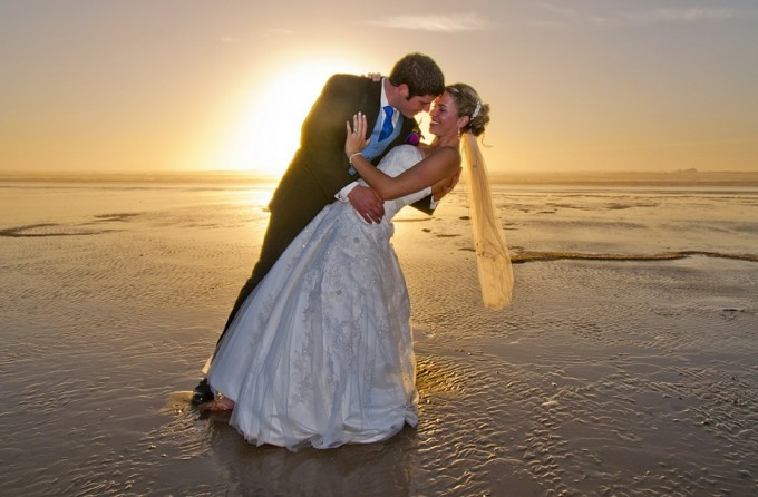 beach-wedding-615219_1280