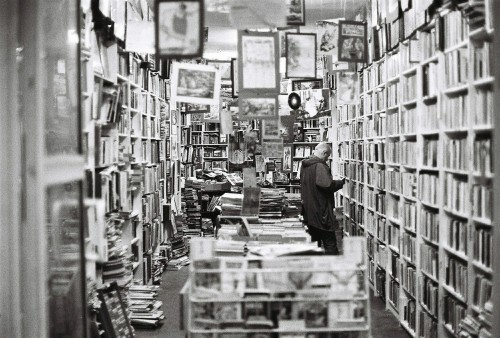 bookstore-482970_1280 (1)