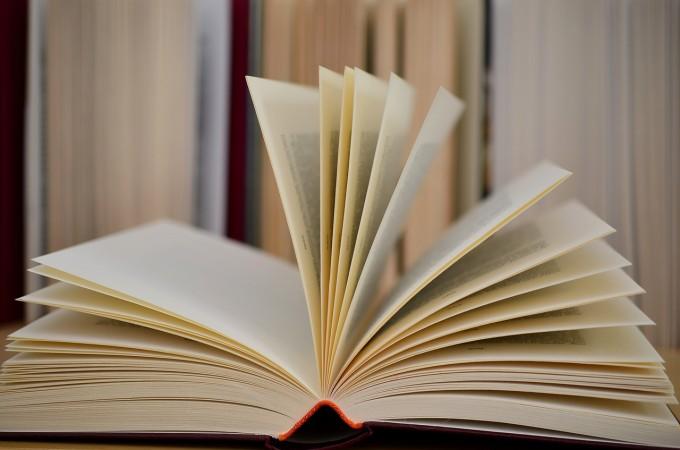 book-610189_1280