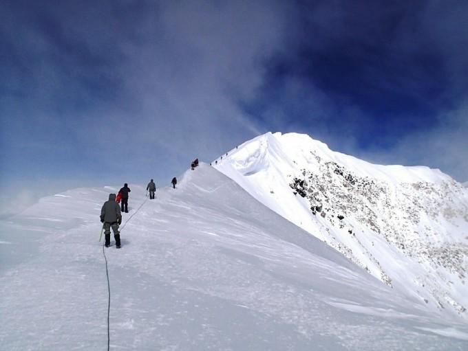 mountain-climbers-603617_1280