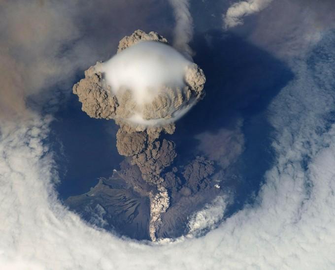 volcanic-eruption-67668_1280