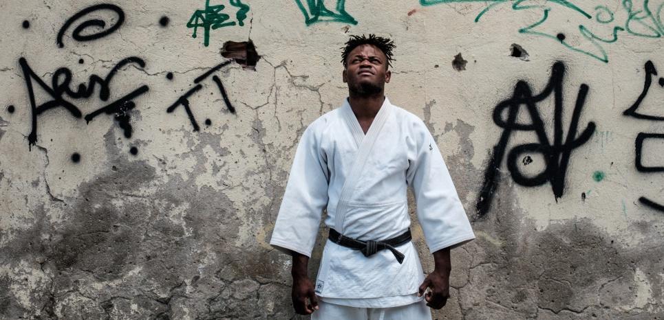 14958589-popole-misenga-le-judoka-refugie-en-lice-pour-les-jeux-de-rio