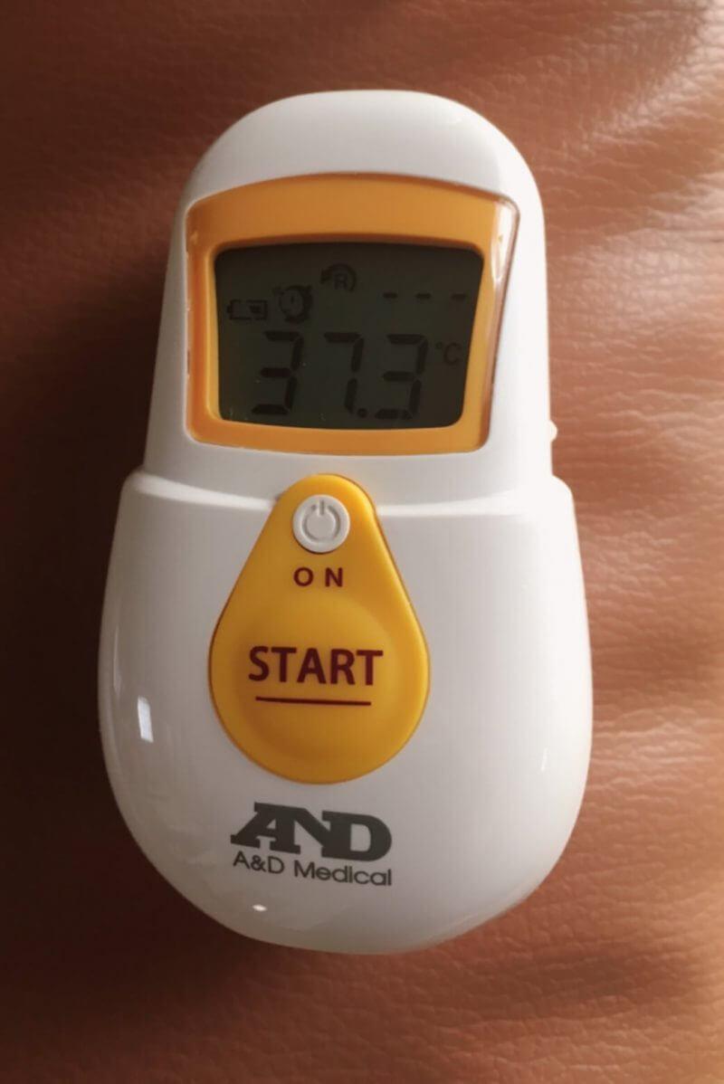 で 体温計 おでこ